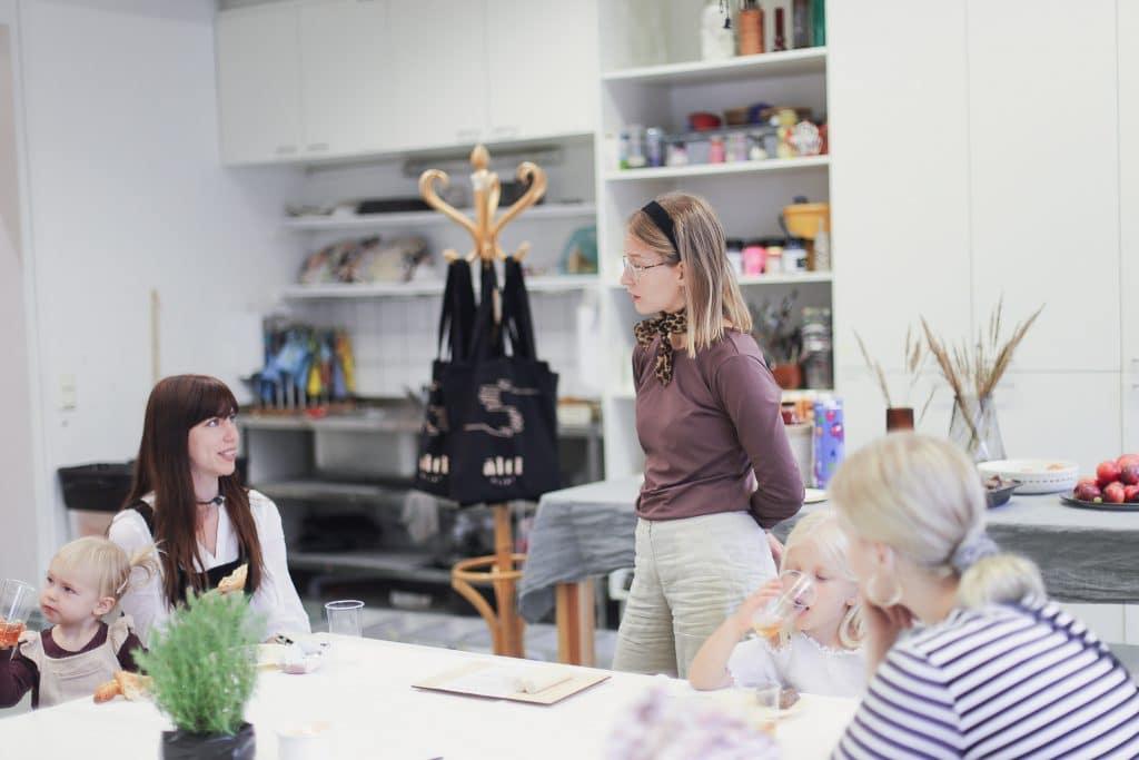 muovaillen-workshop-keskustellen