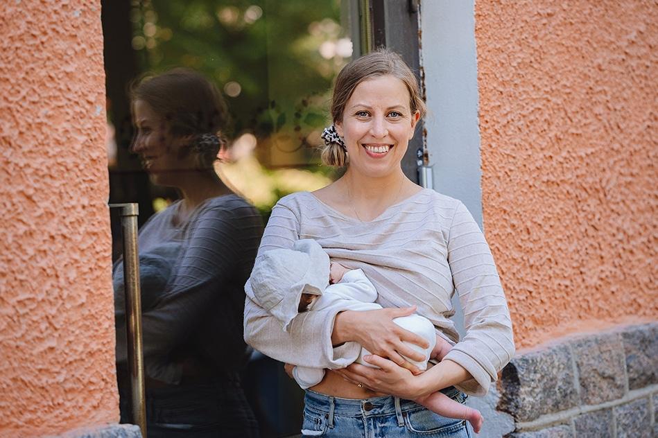 Heidi Österlund-Heikkinen on pienen vauvan äiti ja Äitipiirin vauvavuosi segmentin vetäjä.