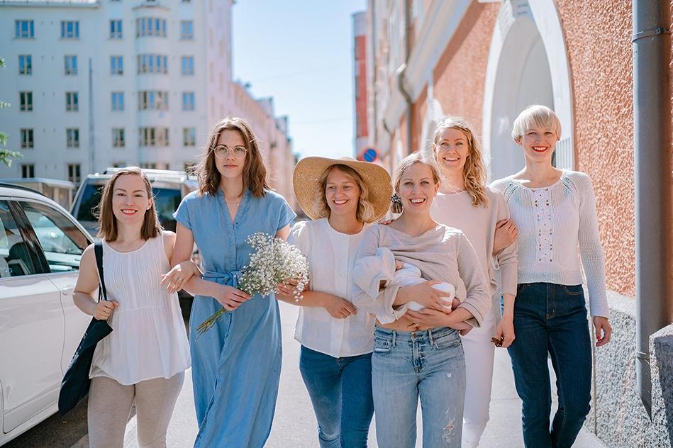 Äitipiirin tiimissä on kattavaa osaamista sosiaali-, terveys- ja hyvinvointialalta.